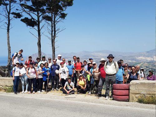 In marcia lungo il sentiero delle chiese rupestri di Monte Erice