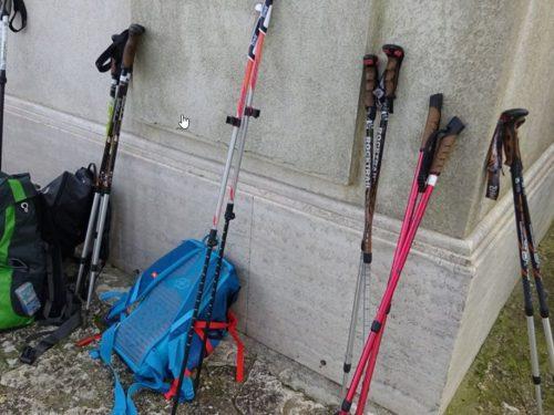 La marcia con i bastoncini da trekking